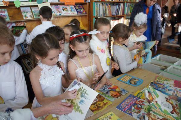 Первоклассники в библиотеке