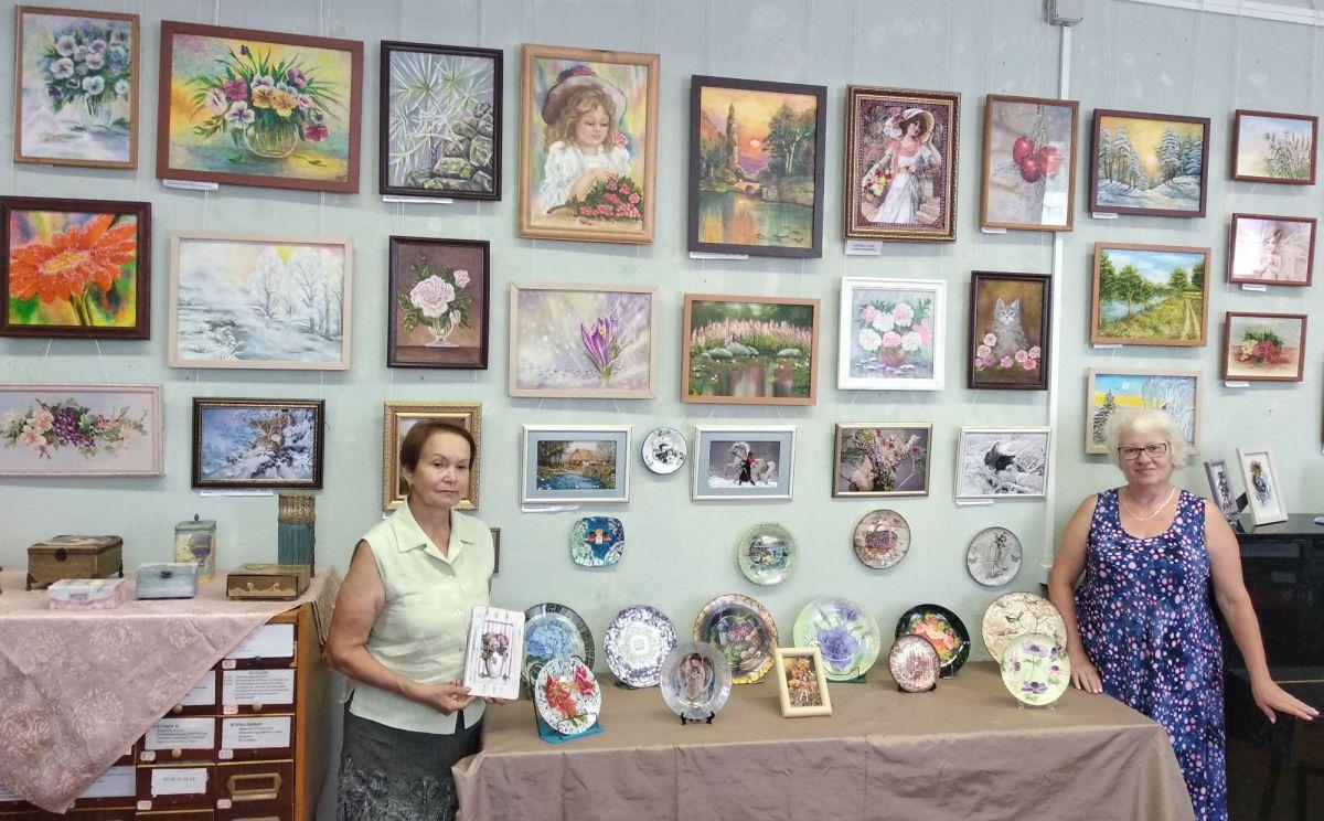 Выставка творчества мастериц